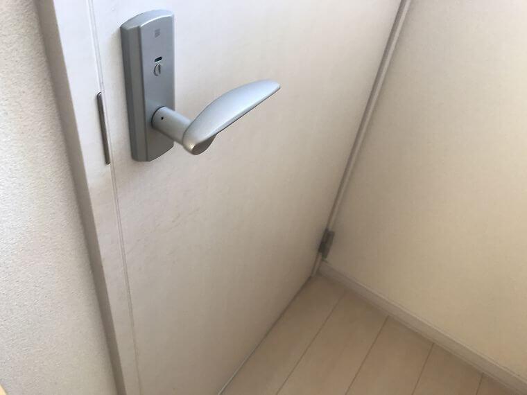 二階トイレドア