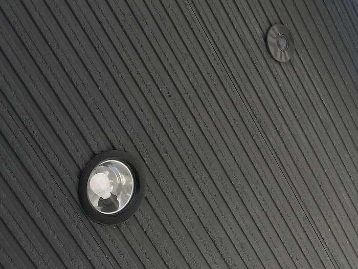 玄関屋根のダウンライト