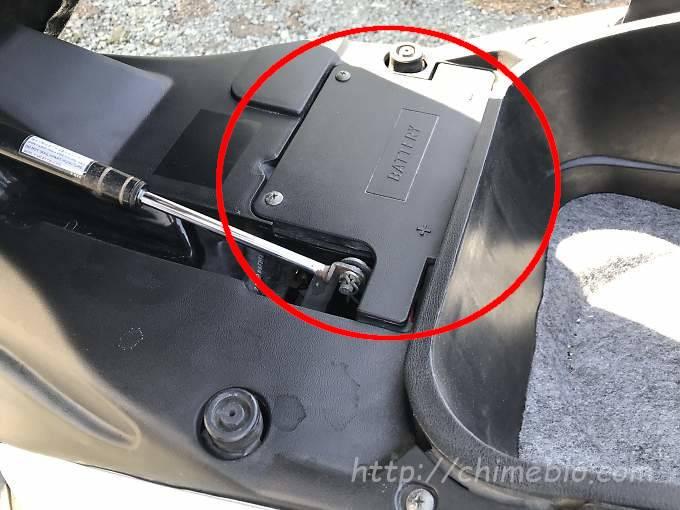 マジェスティ125のバッテリー位置