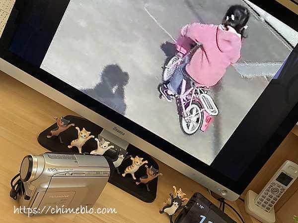 パソコンに映ったビデオ映像とDVカメラ