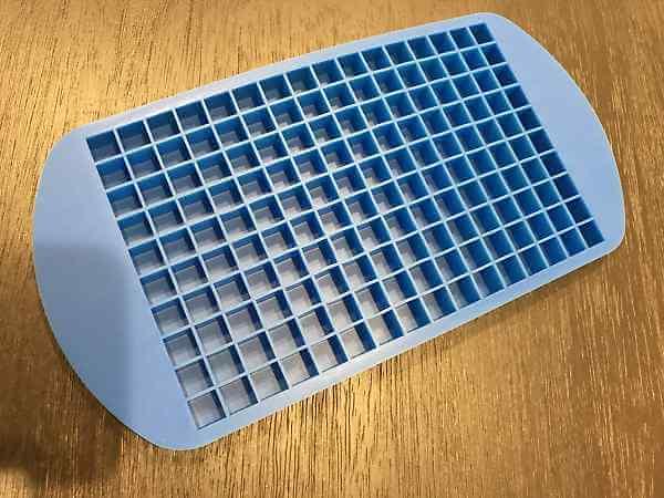 ゴム製の製氷皿10mm角