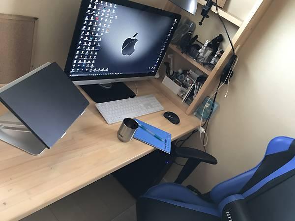 引き出し設置前のパソコンデスク
