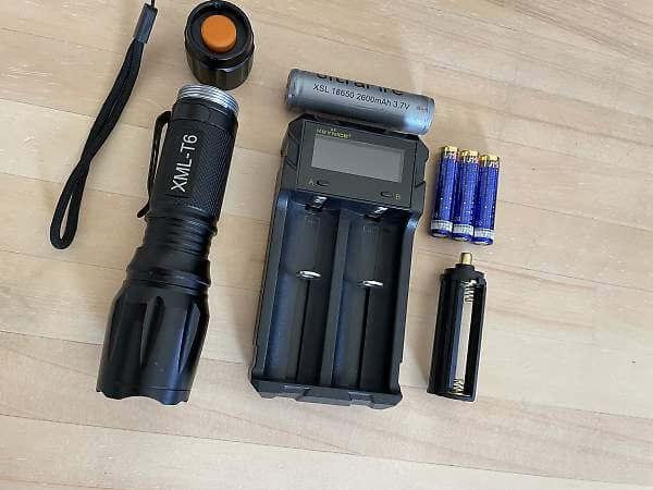 Wsiiroon XML-T6と18650と単4乾電池