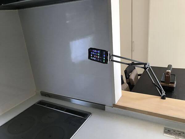 iphoneを固定してスマホスタンドとして使用