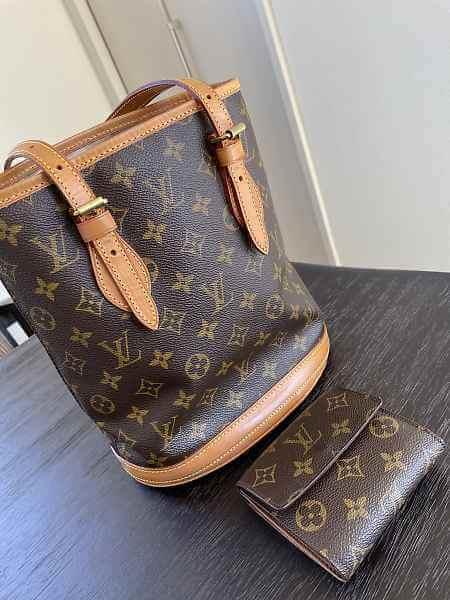 修理から戻ってきたヴィトンのバッグと財布外観