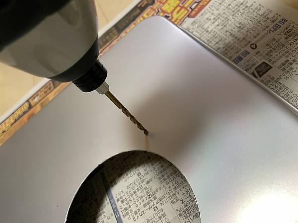 継ぎ手固定用の穴をドリルで明ける